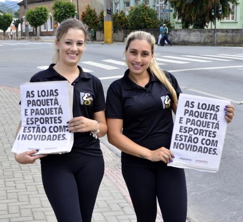 ES PROMO- EQUIPE SUL EVENTOS- DIVULGAÇÃO LOJAS PAQUETÁ JARAGUÁ DO SUL SC - JORNAL A NOTÍCIA -PROMOTOR